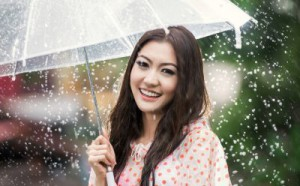 10 bí quyết chăm sóc da mùa mưa bão chị em cần phải biết