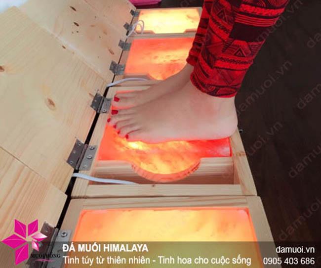 Sử dụng hộp massage chân đá muối sai cách – lợi bất cập hại3