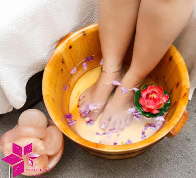 Sử dụng hộp massage chân đá muối sai cách – lợi bất cập hại5