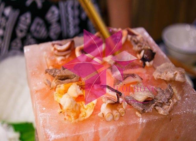 Nướng đá muối – kiểu nướng ĐỘC và LẠ đang rất thịnh hành ở Việt Nam2