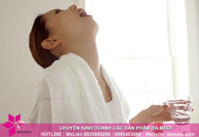 súc miệng bằng nước muối hồng himalaya chỉ có lợi mà không có hại 2