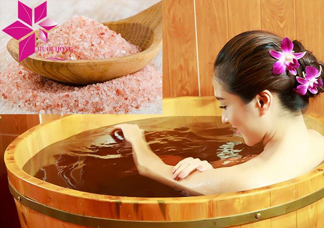 tự tẩy tế bào chết cho làn da bằng muối tắm himalaya 3