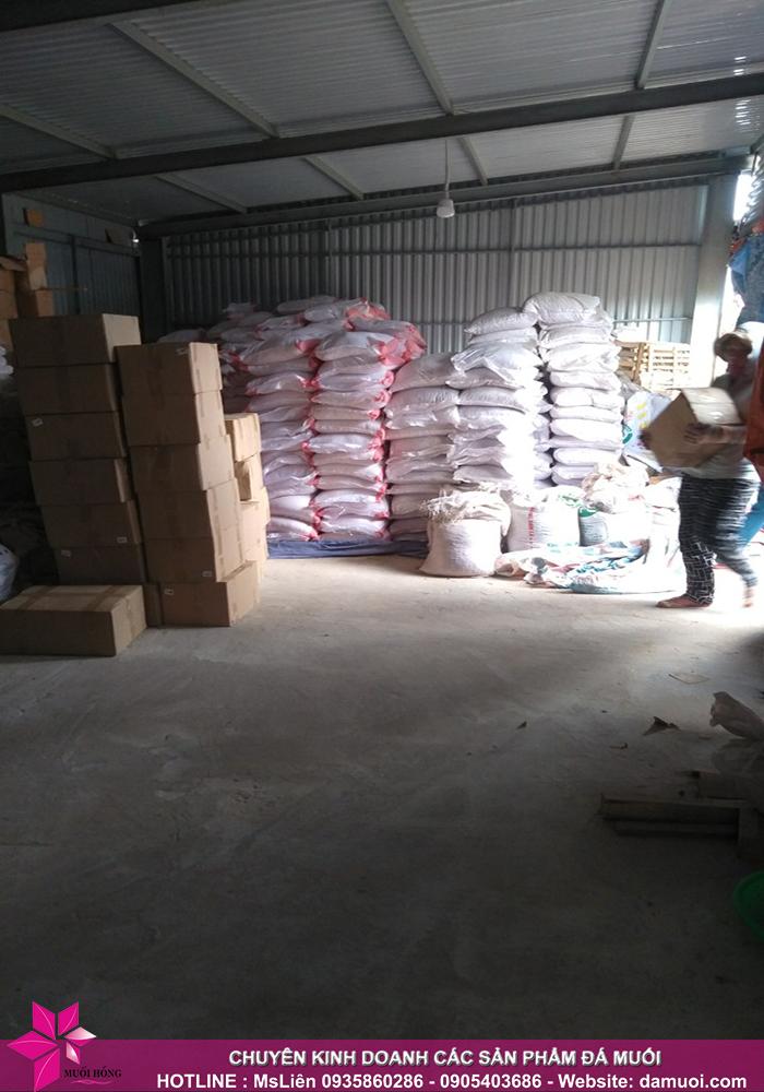 25 tấn đá muối himalaya đã nhập kho muối hồng group 5
