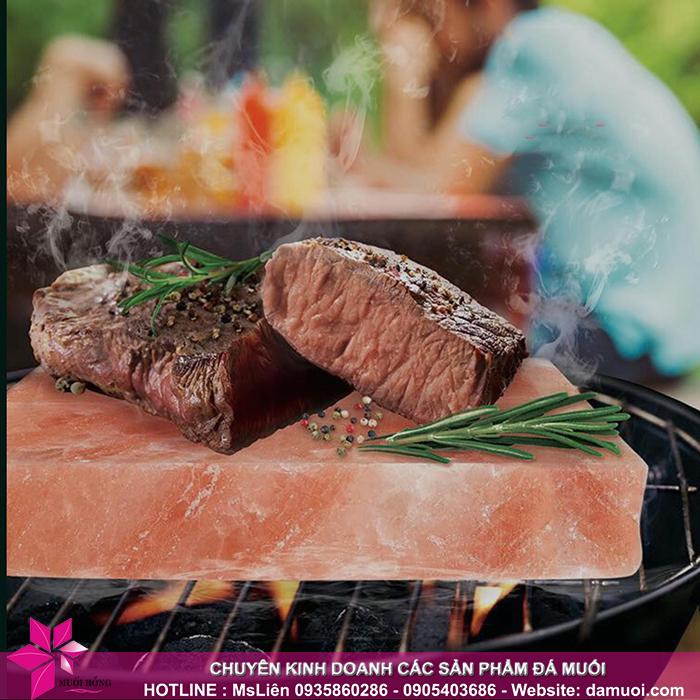 cách chọn và nướng thực phẩm trên viên đá muối nướng 2