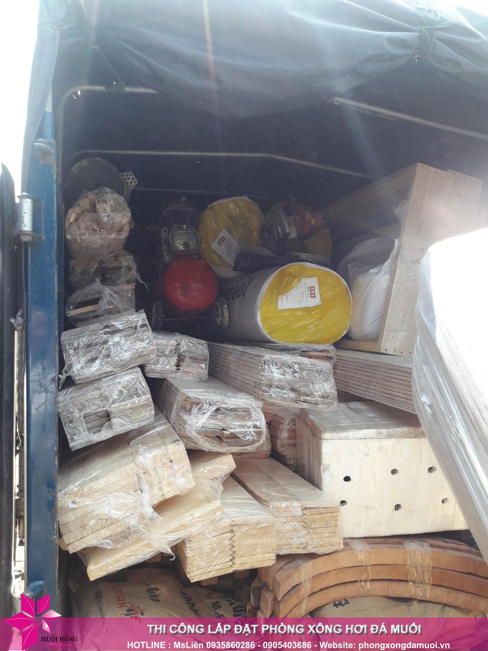 chuyến xe chở nguyên vật liệu công trình spa jjimjilbang cẩm phả đã lăn bánh 6